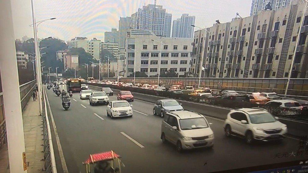 天元大桥双向车流量增加中,特别是西往东方向……