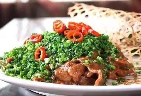 精选美食:鸡肝炒芹菜、干煸藕丝、青椒鱿鱼圈、葱香牛柳的做法