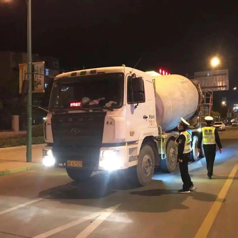 大货车两次严重超载驾驶证将被降级!