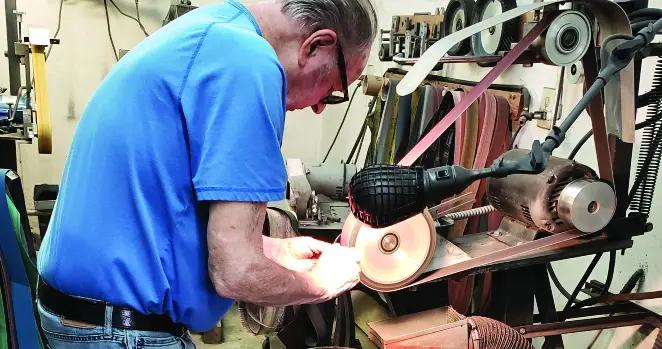 宝刀未老——91岁的刀匠默里·斯特林