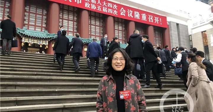 市政协委员李静:建议明确不同年龄段学生教学电子产品使用时间