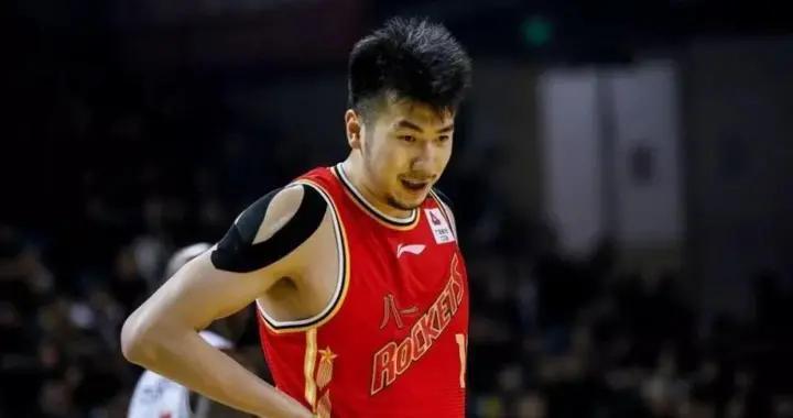 邹雨宸、雷蒙现身北京,王哲林又受伤,CBA悍将重伤离开赛区