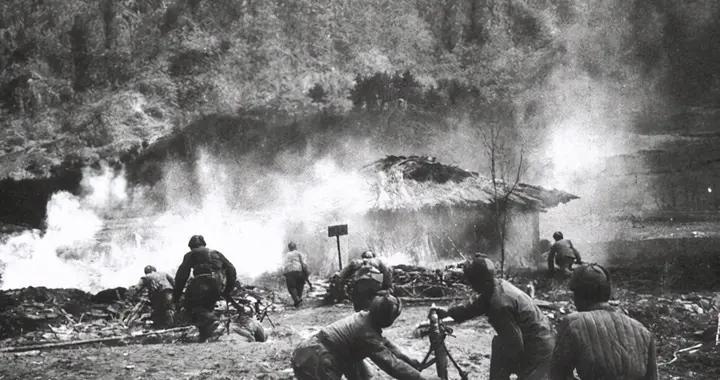 志愿军副班长,迫击炮吊打美军坦克顶部,如同导弹一发入魂