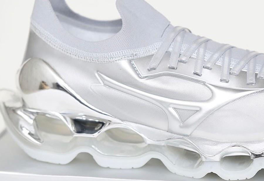 空山基 x Mizuno 联名鞋即将发售!