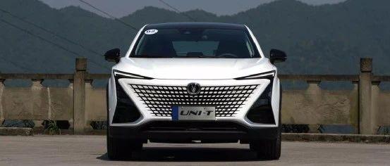 老司机初试UNI-T,13万的自主SUV开起来比CR-V还爽?| 聚驾