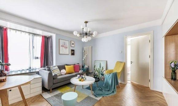 70㎡简约风格婚房设计很温馨,客餐厅一体,电视墙装柜子,真实用