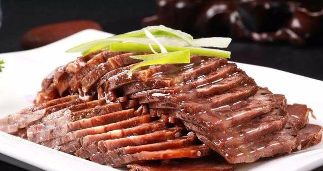 厨师长教你做酱牛肉,掌握3泡4酱,酱香红润,紧实饱满,不散不柴
