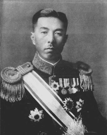 近卫文麿为不承担与英美开战的风险辞职并推荐东条英机上台