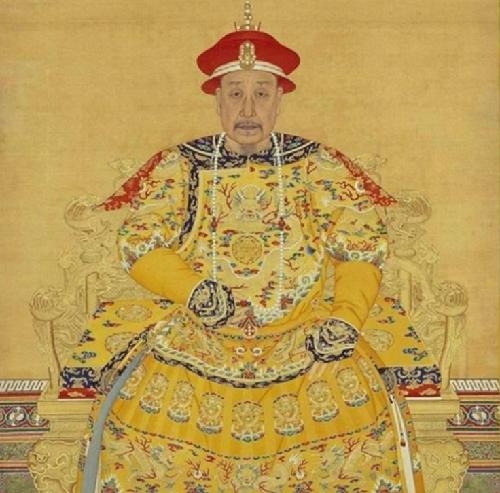 从努尔哈赤到宣统,12位帝王画像,可以看出由盛转衰的痕迹