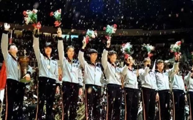 中国女排唯一五冠王得主,退役后身家过亿,女儿是清华大学博士