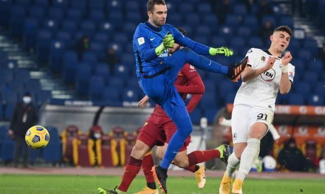 罗马超低级失误,30秒2人染红,连换6人违规,或被判0比3告负
