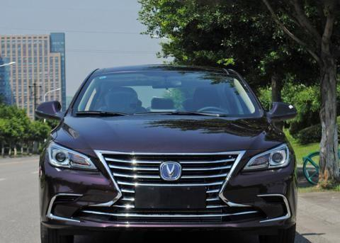 长安汽车旗下的B级车,搭载1.5T发动机,售价8.49万元