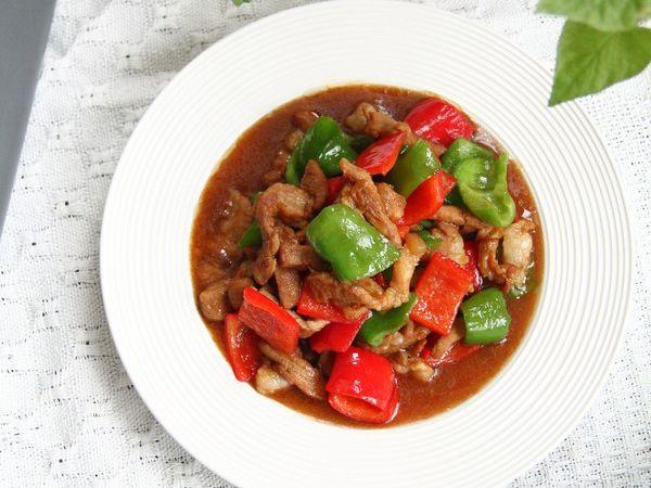 美味超下饭的青红椒炒肉丝,微辣鲜嫩,小白看了就能学会