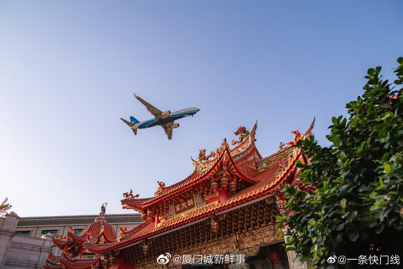 闽南古镇,古今穿越。✈️ ✈️ ✈️ (摄影/@一条快门线 )