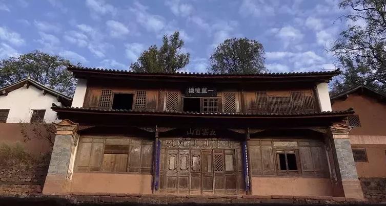 云南藏在深山里的千年古镇,因一道美食而闻名,毫无现代建筑痕迹