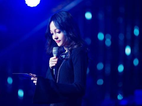 张韶涵庆生照曝光,39岁像少女惹人赞,友人众多却没家人在旁