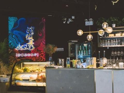 三亚本地特色餐厅,每个菜摆盘独特,就像一个个艺术品
