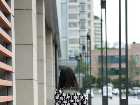 连衣裙的打扮显瘦更立体,可以参考这些,展现前卫潮流感
