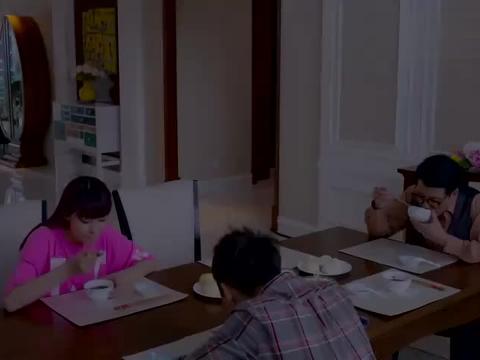一斌妈用绝食威胁儿子,一斌也很为难,一明开始为夏曦说话