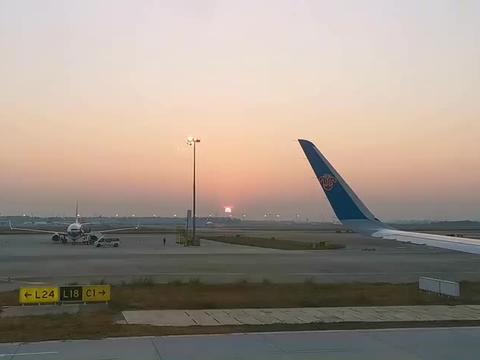 南航飞机飞过海南三亚上空,跟着飞行航线免费游览三亚,太美了!