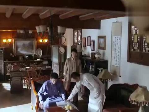 兄弟二人正在讨论鸦片的事情,结果自家马队掺杂了鸦片!