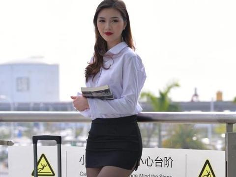 职场穿裙装很漂亮,搭配白衬衫,简单又减龄,使气质更加精致