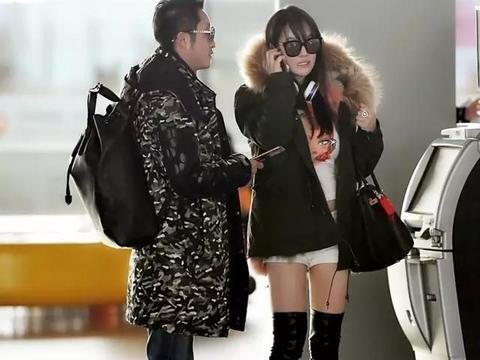 邹市明夫妇走机场,大衣撑不起真显瘦,冉莹颖丰满腿粗硬塞高筒靴