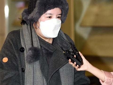 韩国女艺人Amy驱逐令到期飞回仁川国际机场