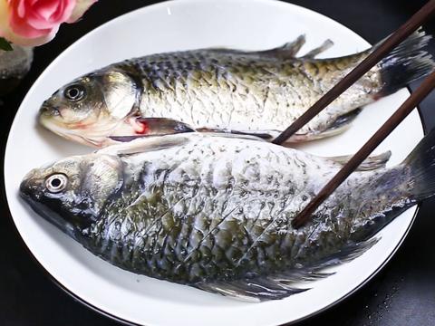 想要煎鱼不粘锅不破皮,教你一个最简单的方法,真的是实用又靠谱