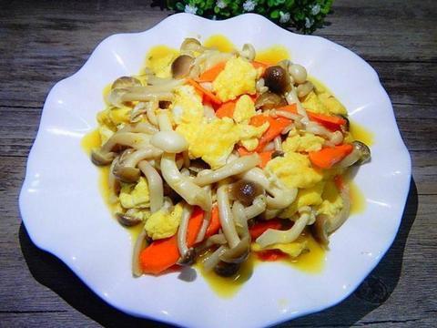美食推荐:蟹味菇炒鸡蛋,泡菜牛肉,椒香腐竹,豆腐香菇汤