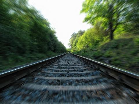 《丈量世界》5000条铁路线编出部世界史,来趟穿越时空的火车神游