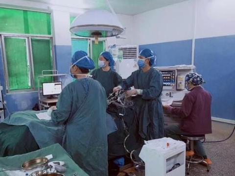于都县妇保院成功实施首例单孔腹腔镜手术