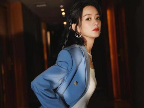 赵丽颖当妈后气质都变了,雾霾蓝套装干练潇洒,帅气利落又有质感