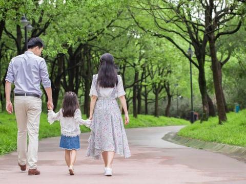 过度宠爱孩子,父母的行为影响孩子一生