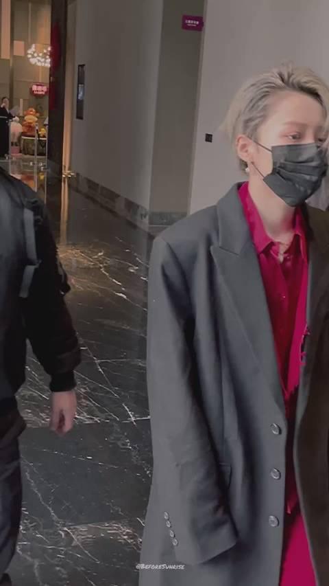 刘雨昕不得不看的上班视频,长款西装外套配上开头那几步好苏!