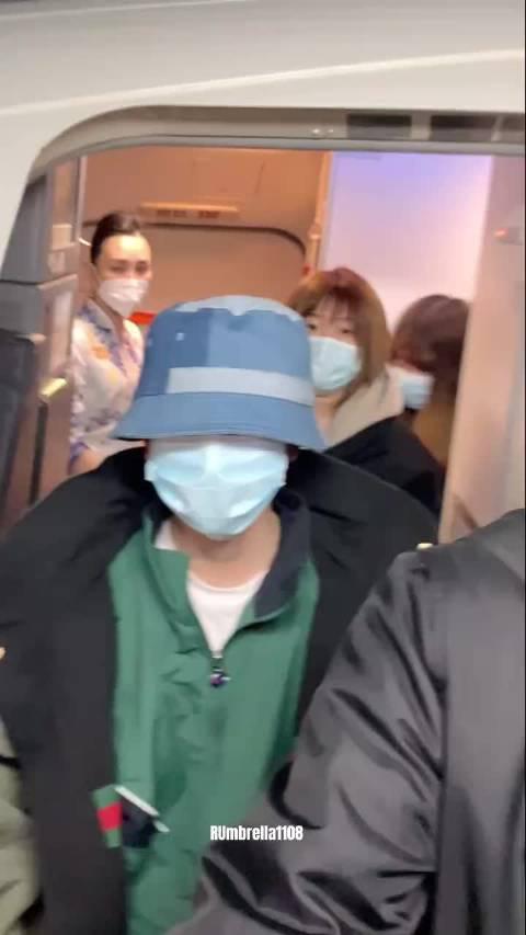 王源机场视频 王源长沙到达视频……