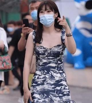 连衣裙真的很提升气质了,愈简单愈好,低调高雅清新可人