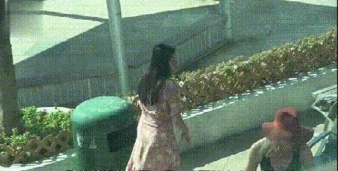 """前天王嫂乐基儿发福还选花裙,愣穿成""""五花肉"""""""