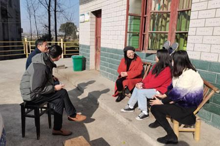宜春职业技术学院副校长易滨秀走访慰问电商与旅游学院贫困学生