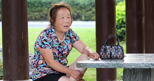 女性过50岁,适时补充4种营养素,调经养骨,更年期也能很舒坦