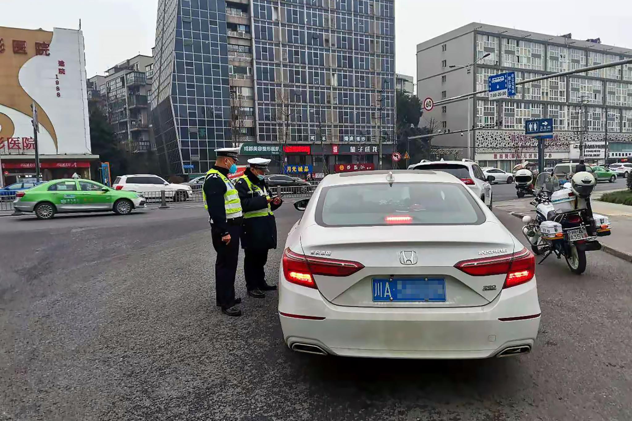 四川立法规范辅警管理 明确辅警可填写交通违法告知单