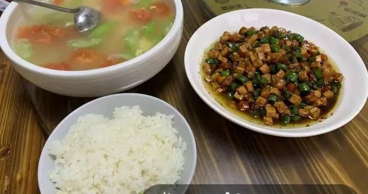 杭州男子吃完免费套餐,留下100元!土菜馆老板感动了