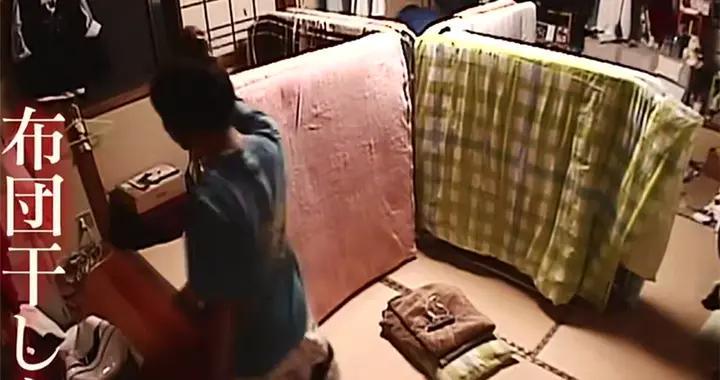 日本五个女生共睡一屋,用棉被隔开当房间,过着极致蜗居的生活