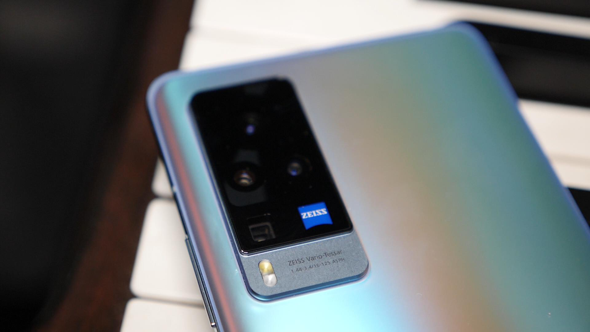 vivo X60 Pro的影像秘密:微云台很稳,蔡司镜头够「毒」
