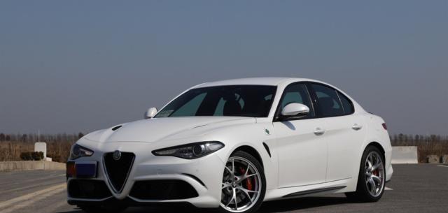 散发着意大利车的独特魅力,外观圆润饱满,阿尔法罗密欧百看不厌