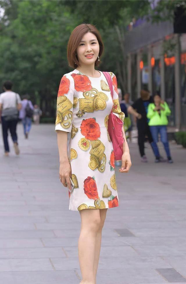 时髦单品连衣裙,能完美勾勒美好身材,时髦精们的时尚态度