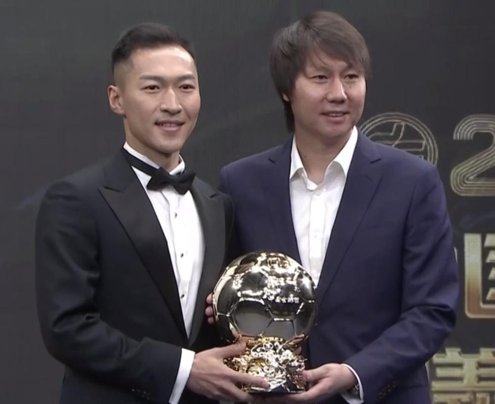 吴曦力压武磊和韦世豪夺得中国金球奖,为什么大家争论不断?