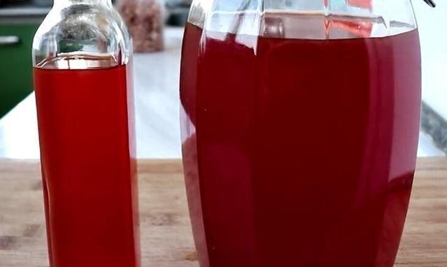 父亲用30年老方法酿糯米红酒,1次酿一坛,香甜好喝,放2年也不坏