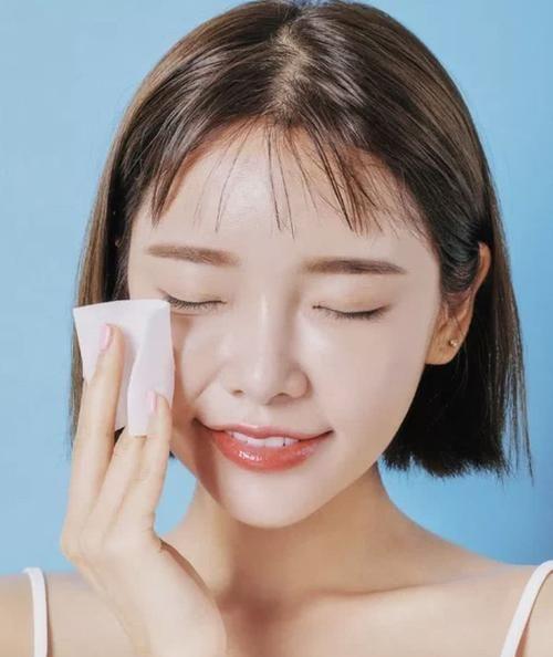 化妆水是不是爽肤水?它的作用是不是就是化妆?