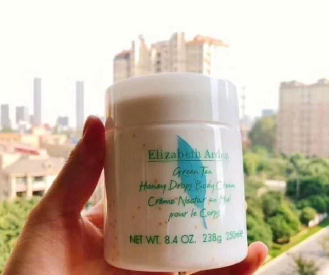 超好用的身体乳,涂完还会香香的,在夏天也可以使用喔